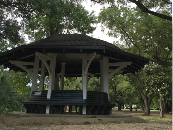 Covered shelter in Audubon Park