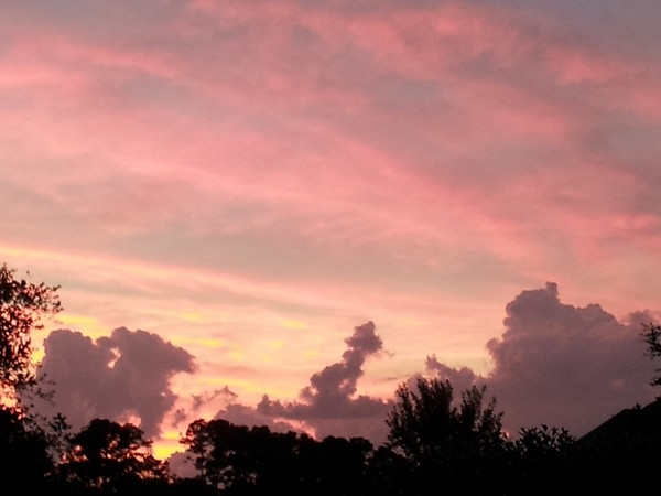 Spectacular sunset in a Mandeville-Northshore neighborhood