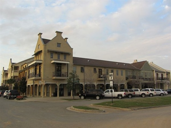Town Square dining and shopping in Sugar Mill Pond